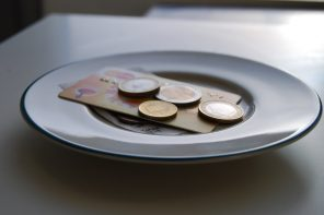 The North American Tipping Culture – Why Do We Tip So Much?